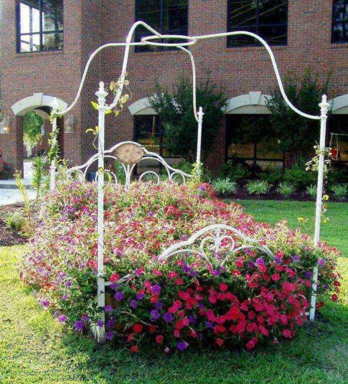 image9-26 | Как украсить сад с помощью старой мебели