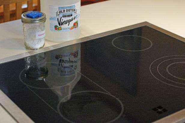 1442429066154 | Как очистить стеклянную варочную панель натуральными средствами без использования химии