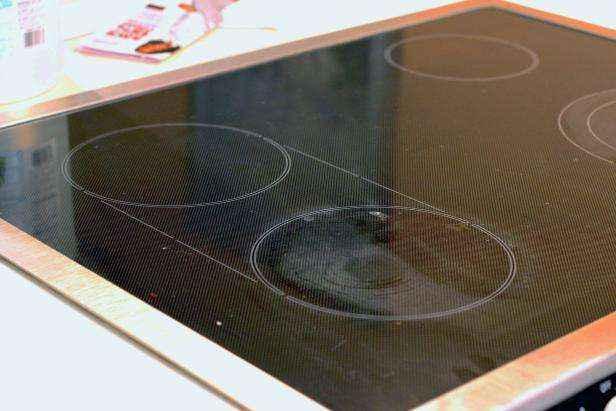 1442429069209 | Как очистить стеклянную варочную панель натуральными средствами без использования химии