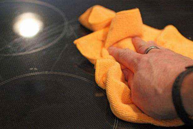 1442429072199 | Как очистить стеклянную варочную панель натуральными средствами без использования химии