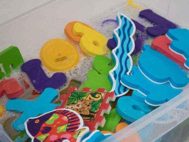 1455836875364 | Легкий и натуральный способ чистки детских игрушек для купания