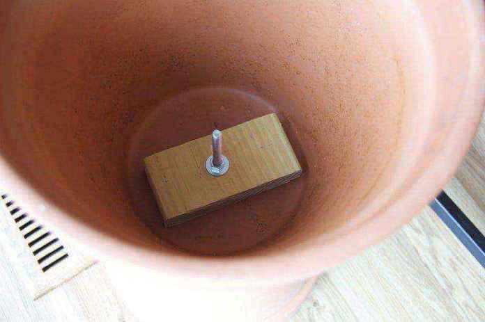 c6ba2ebdc33a29200996c612b30d60abd79ed27d | Как cделать столик из цветочных горшков