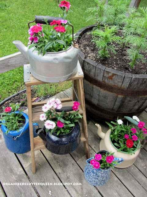 image4-72 | Чудесные цветочные горшки из старых чайников