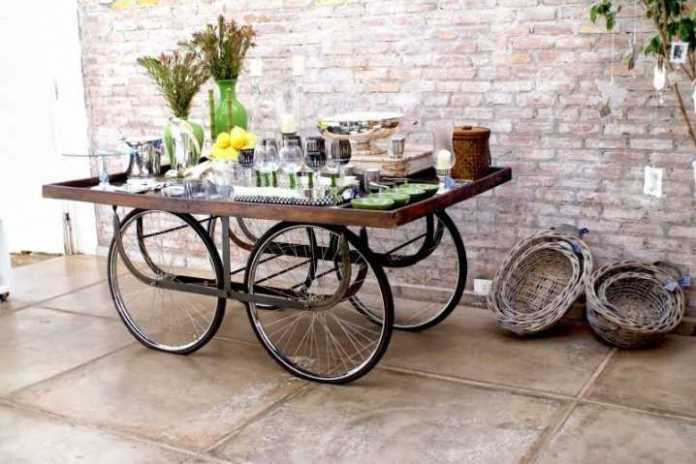 image12   Интересные идеи домашнего декора из старого велосипедного колеса