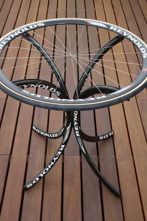 image3   Интересные идеи домашнего декора из старого велосипедного колеса