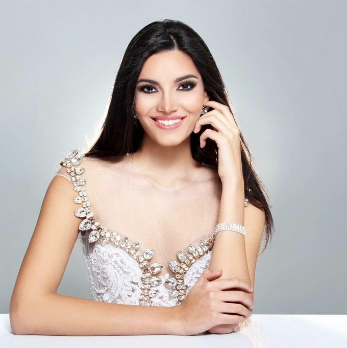 stephanie-del-valle-is-miss-mundo-puerto-rico-2016-e1461448194459