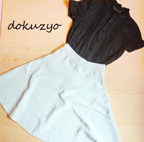スカート 黒ブラウス.jpg