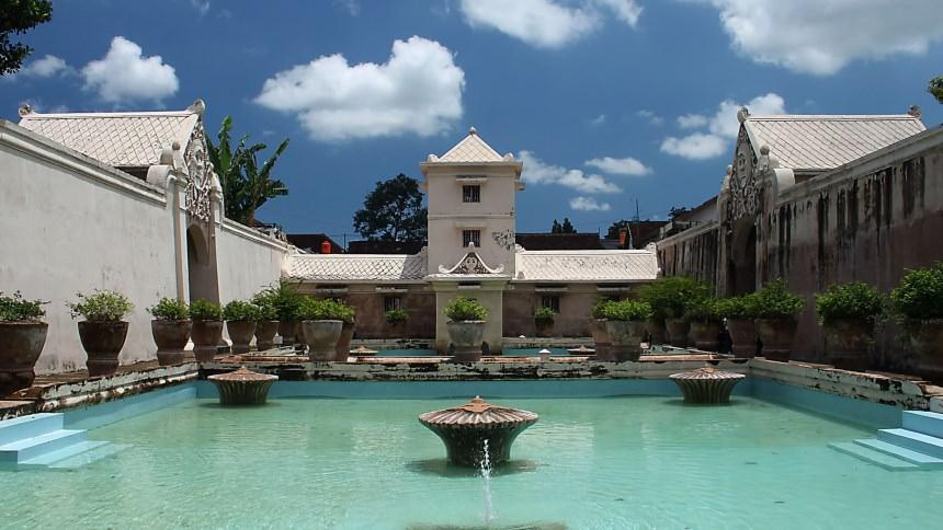 Istana Air Taman Sari Istana Air Taman Sari Cover - Dolan Dolen