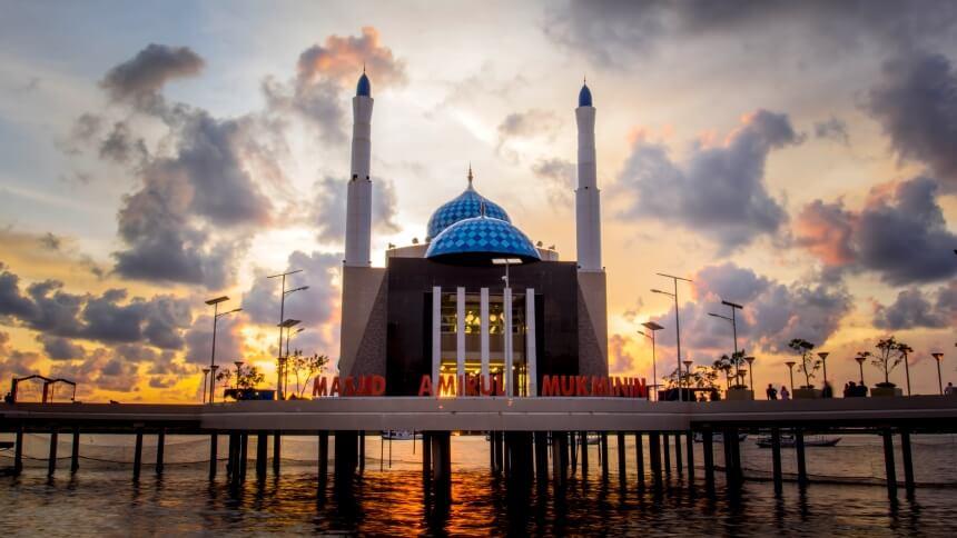 Masjid Terapung Makassar Masjid Terapung Makassar - Dolan Dolen