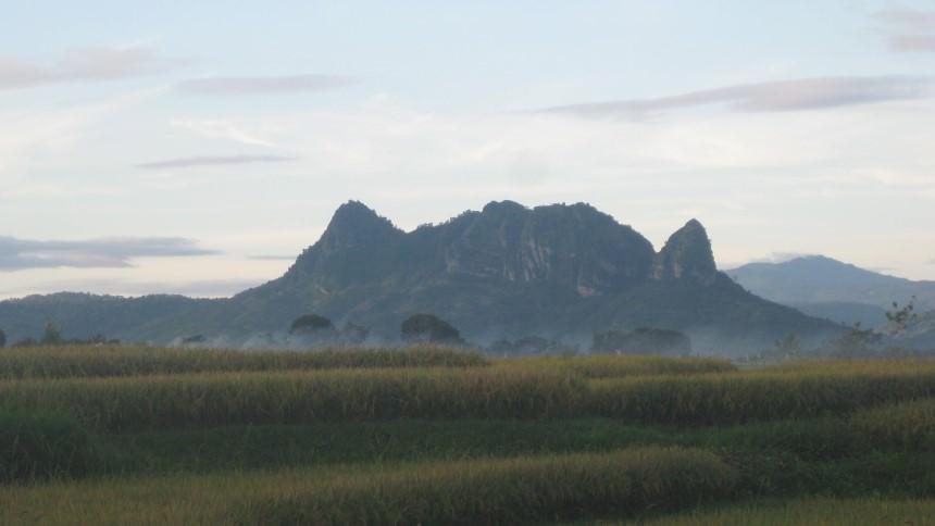 Gunung Bayangkaki Gunung Bayangkaki - Dolan Dolen
