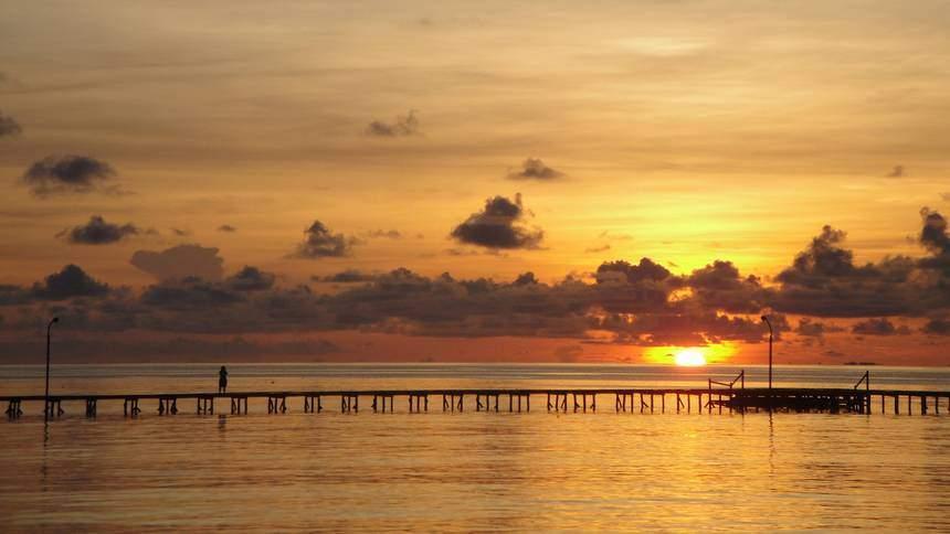 Sunrise Pulau Derawan Sunrise Pulau Derawan - Dolan Dolen