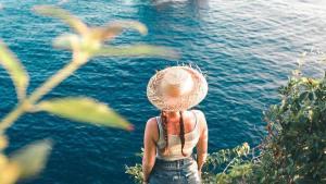 Pantai Banah Bali Banah Cliff Nusa Penida by Cody Drew Duncan Dolaners - Dolan Dolen