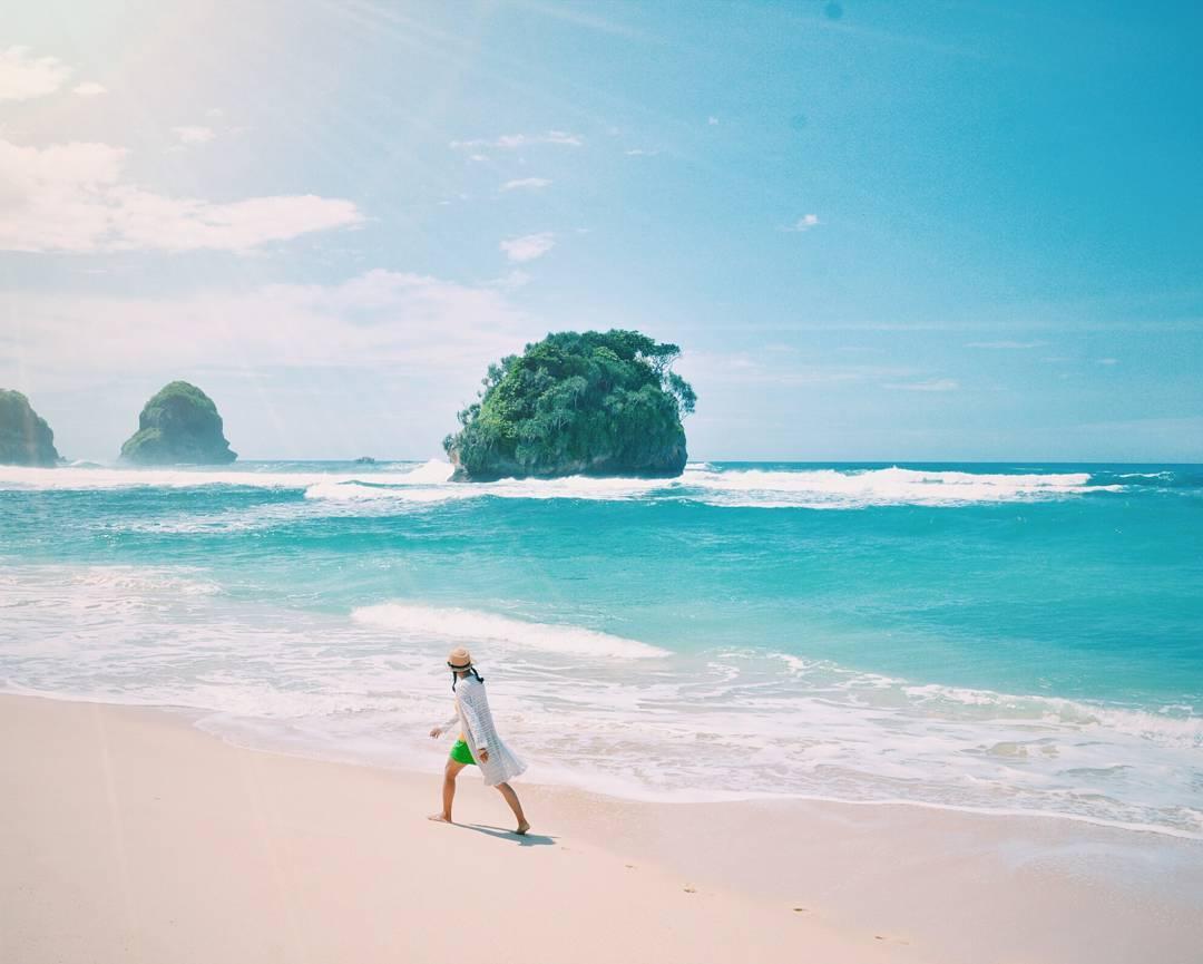 Watu Leter Beach Malang