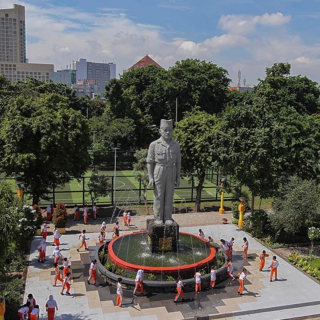 Monumen Patung Gubernur Suryo Surabaya, Monumen Gubernur Suryo, Patung Gubernur Suryo, Surabaya, Kota Surabaya, Dolan Dolen, Dolaners