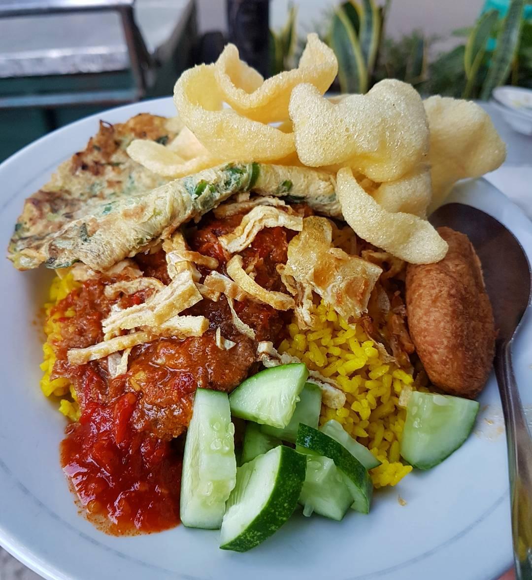 Nasi Kuning Sumur Bandung, Bandung, Kota Bandung, Dolan Dolen, Dolaners Nasi Kuning Sumur Bandung via lapercuy - Dolan Dolen