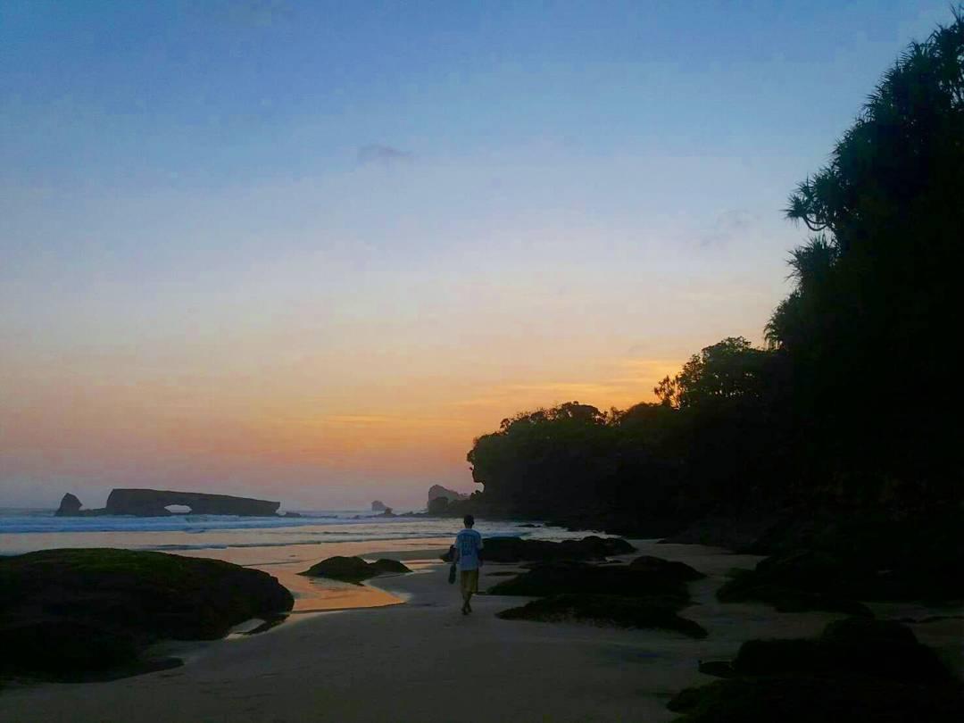 Pantai Kondang Iwak, Pantai Kondang Iwak Malang, Kabupaten Malang, Dolan Dolen, Dolaners Pantai Kondang Iwak via yudi hutomo - Dolan Dolen