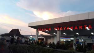 Stasiun Kereta Api Yogyakarta, Yogyakarta, Dolan Dolen, Dolaners Stasiun Kereta Api Yogyakarta via jogja ig - Dolan Dolen