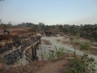 tebing bukit pertambangan batu breksi berbah sleman (40)