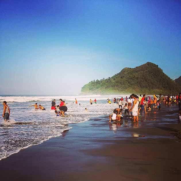 Pantai Suwuk Ramai