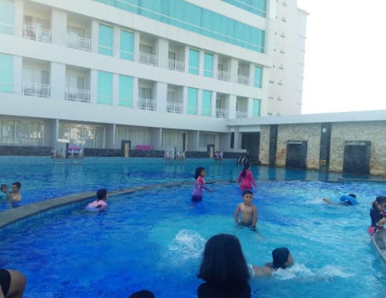kolam-renang-hotel-claro-makassar