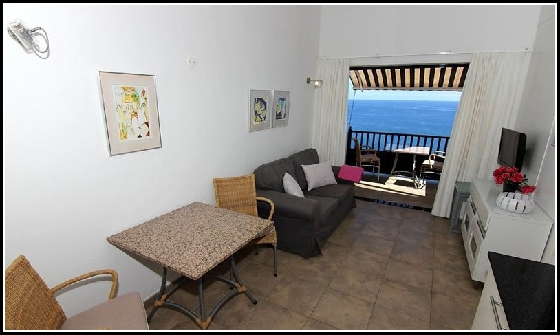 2 Zimmer Wohnung Mit Balkon In Berlin
