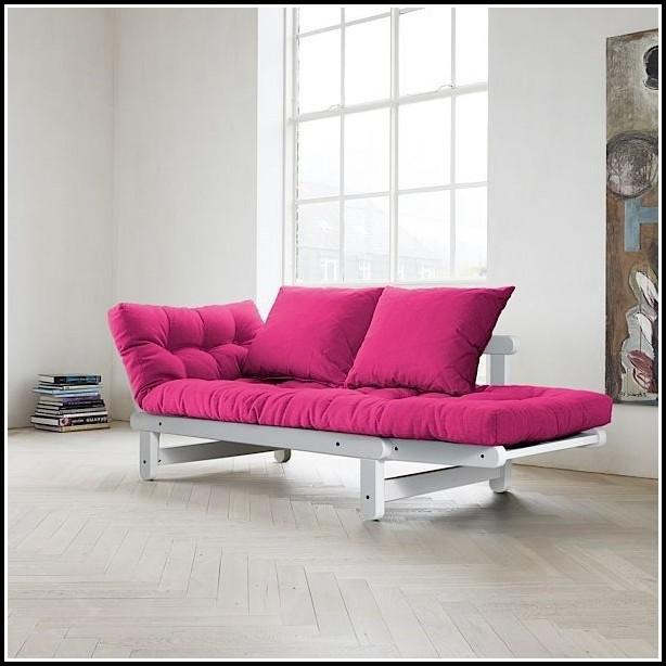 Bett Und Sofa In Einem Raum