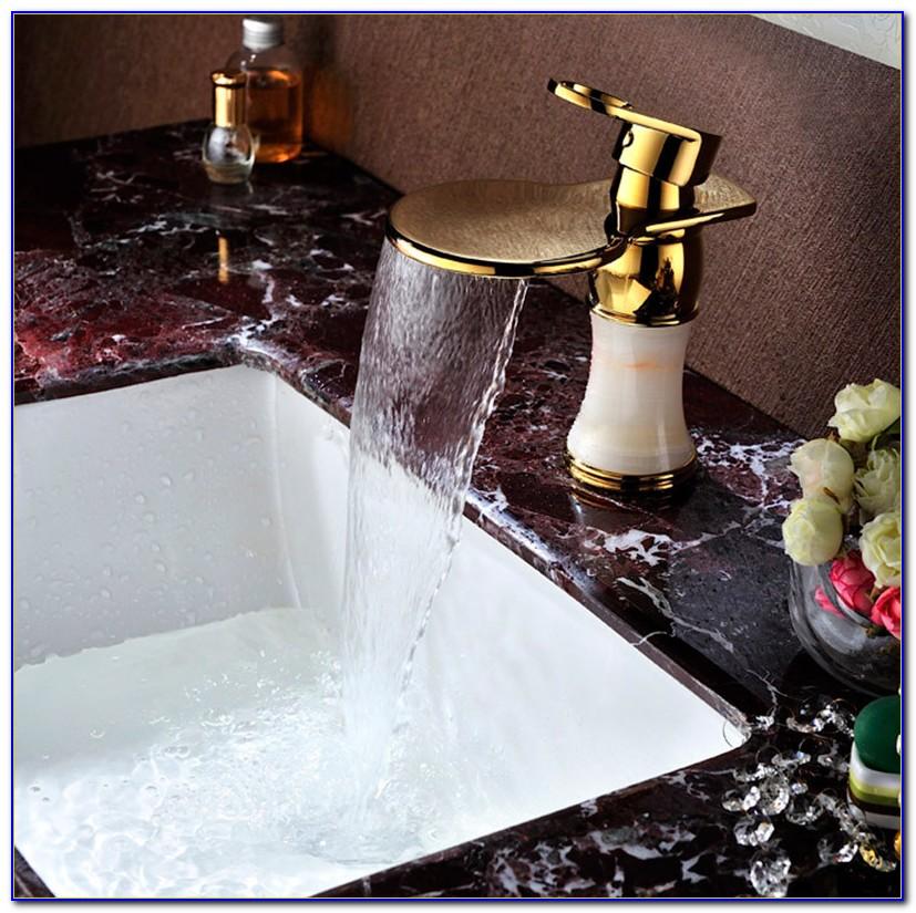 Goldener Wasserhahn Küche