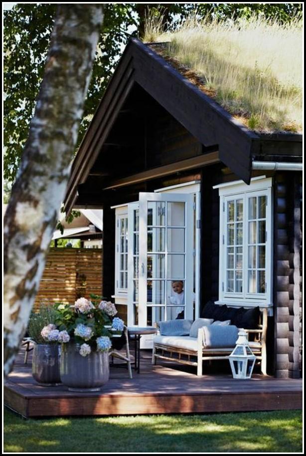 Holzhaus Mit Umlaufender Veranda