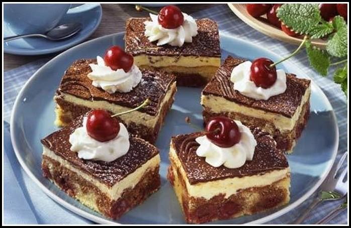 Kuchen Mit Kirschen Und Schmand
