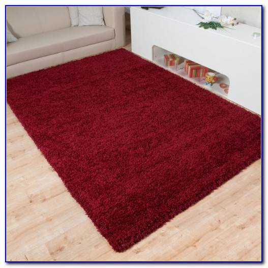 Roter Hochflor Teppich