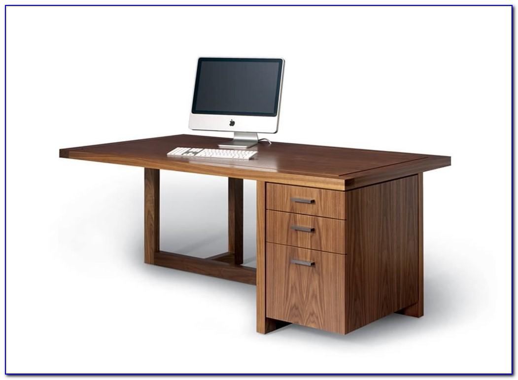 Runder Schreibtisch