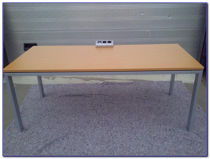 Schreibtisch Kabeldurchführungen