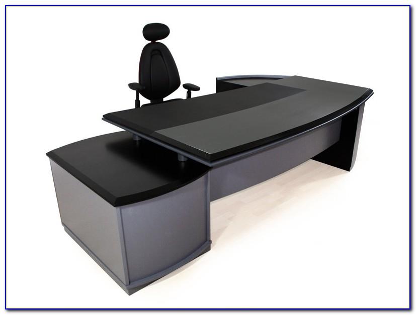 Schwarzer Schreibtischstuhl