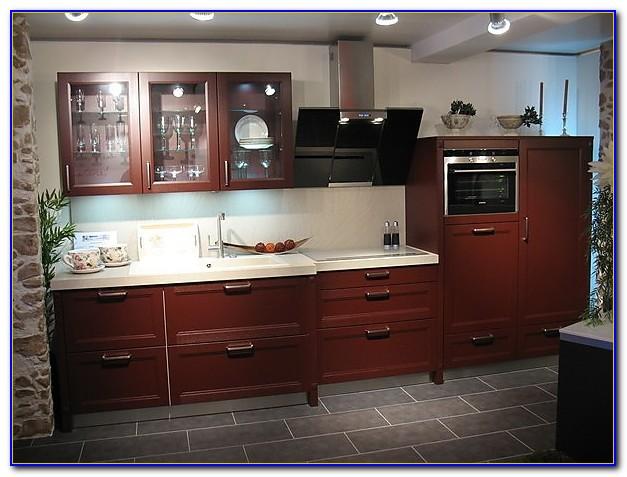 Weiße Küche Rote Arbeitsplatte