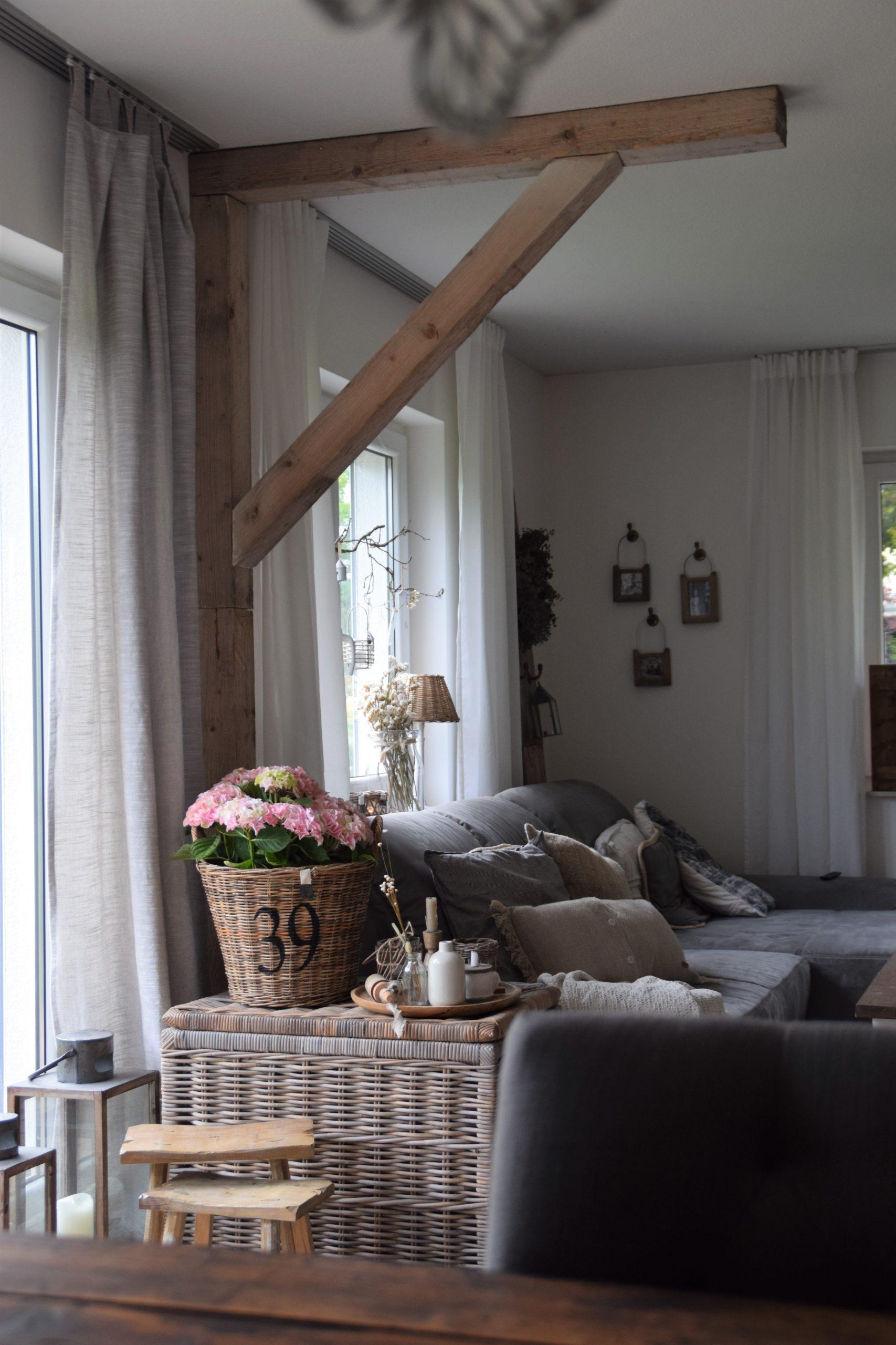Alte Holzbalken Wohnzimmer