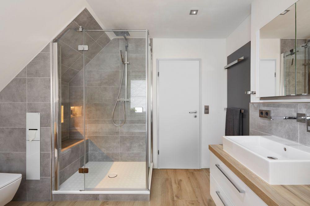 Badezimmer Mit Dachschräge Fliesen