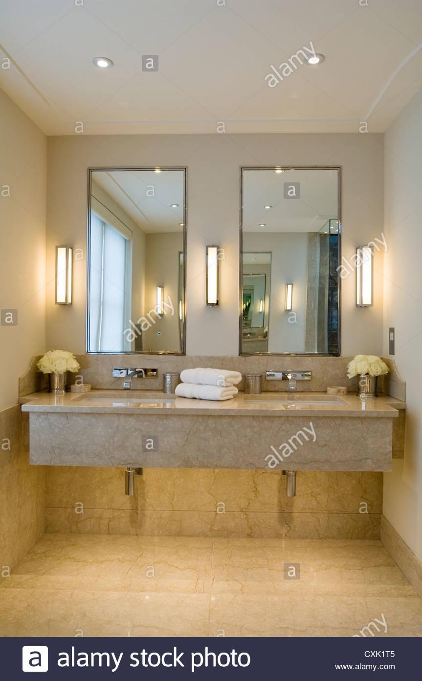 Beige Marmor Badezimmer