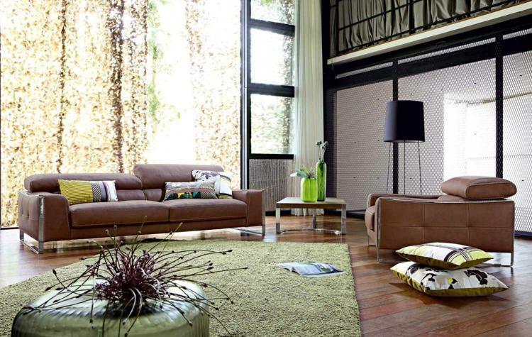 Braunes Sofa Mit Kissen Dekorieren