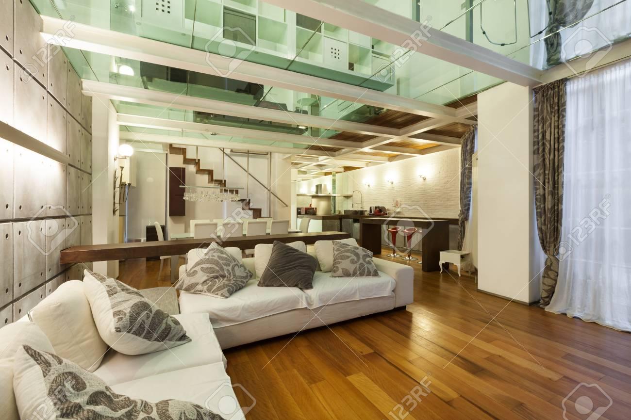 Galerie über Wohnzimmer