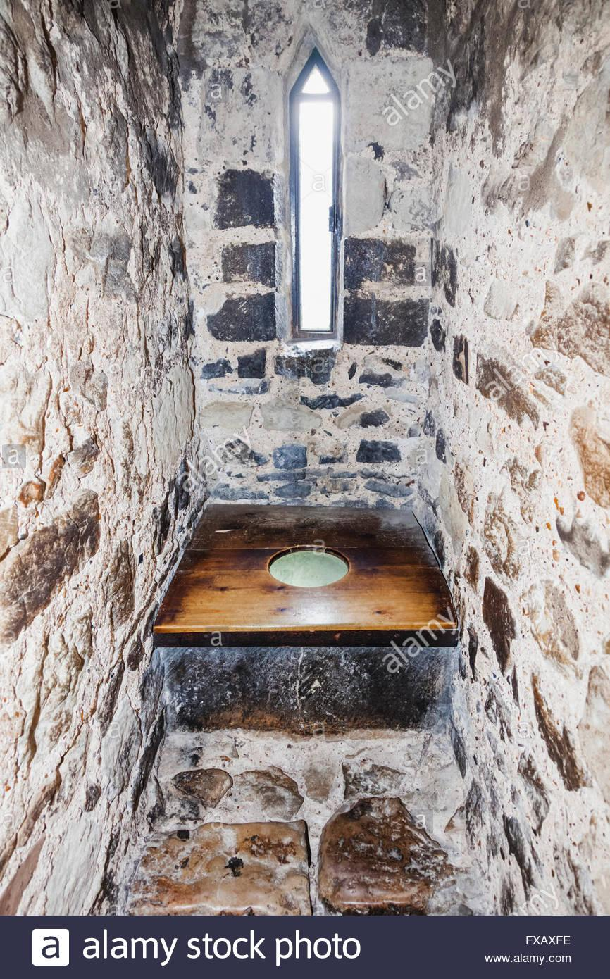 Garderobe Middle Ages