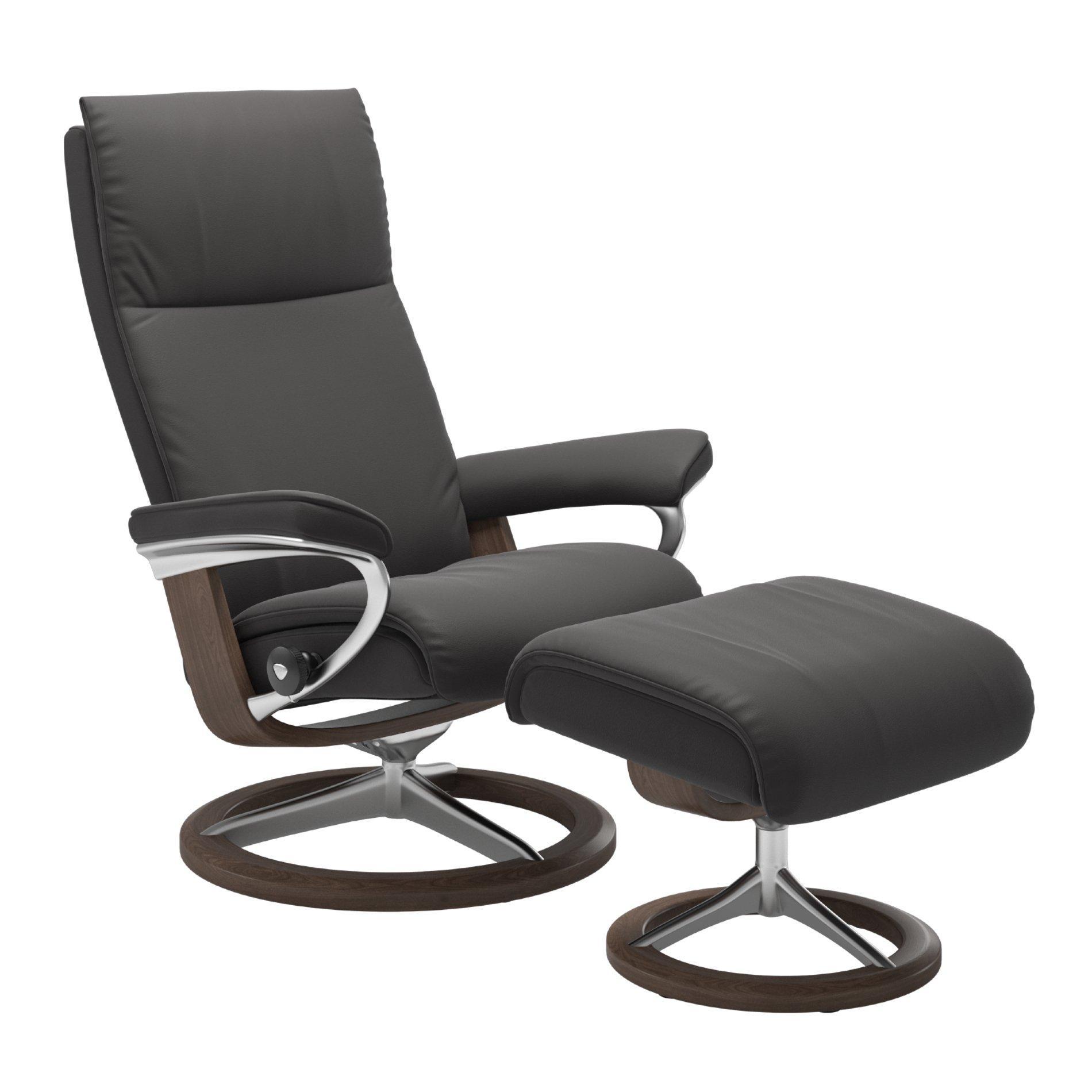 Gemütlicher Sessel Mit Hocker