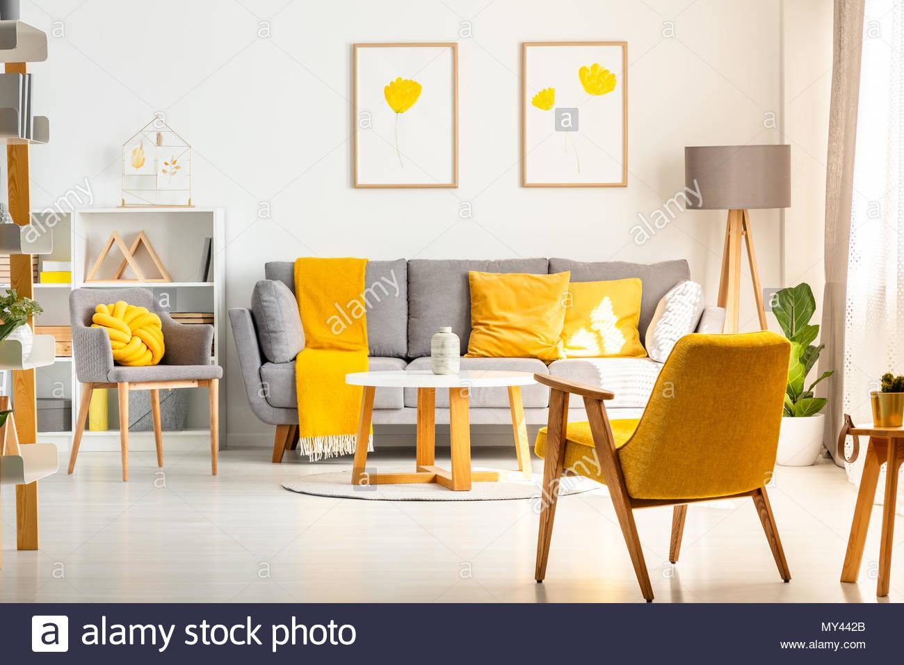 Grau Gelbes Wohnzimmer