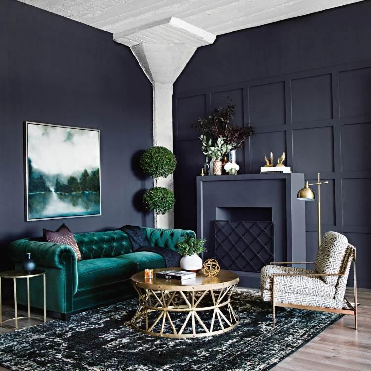 Grünes Sofa Blaue Wand