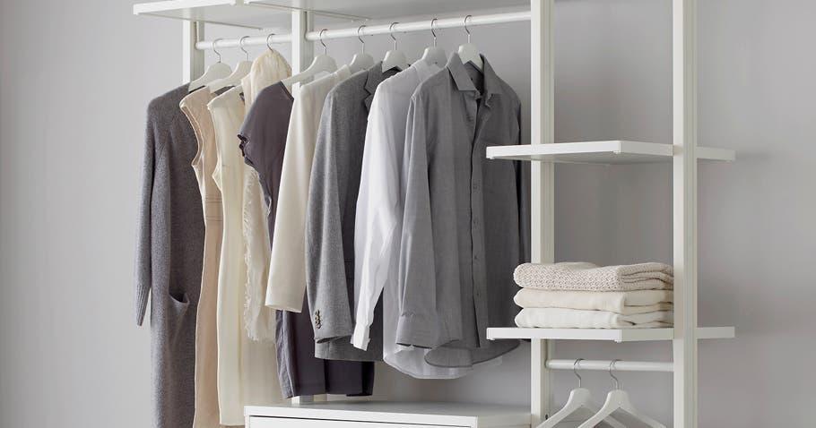 Halb Offene Kleiderschränke