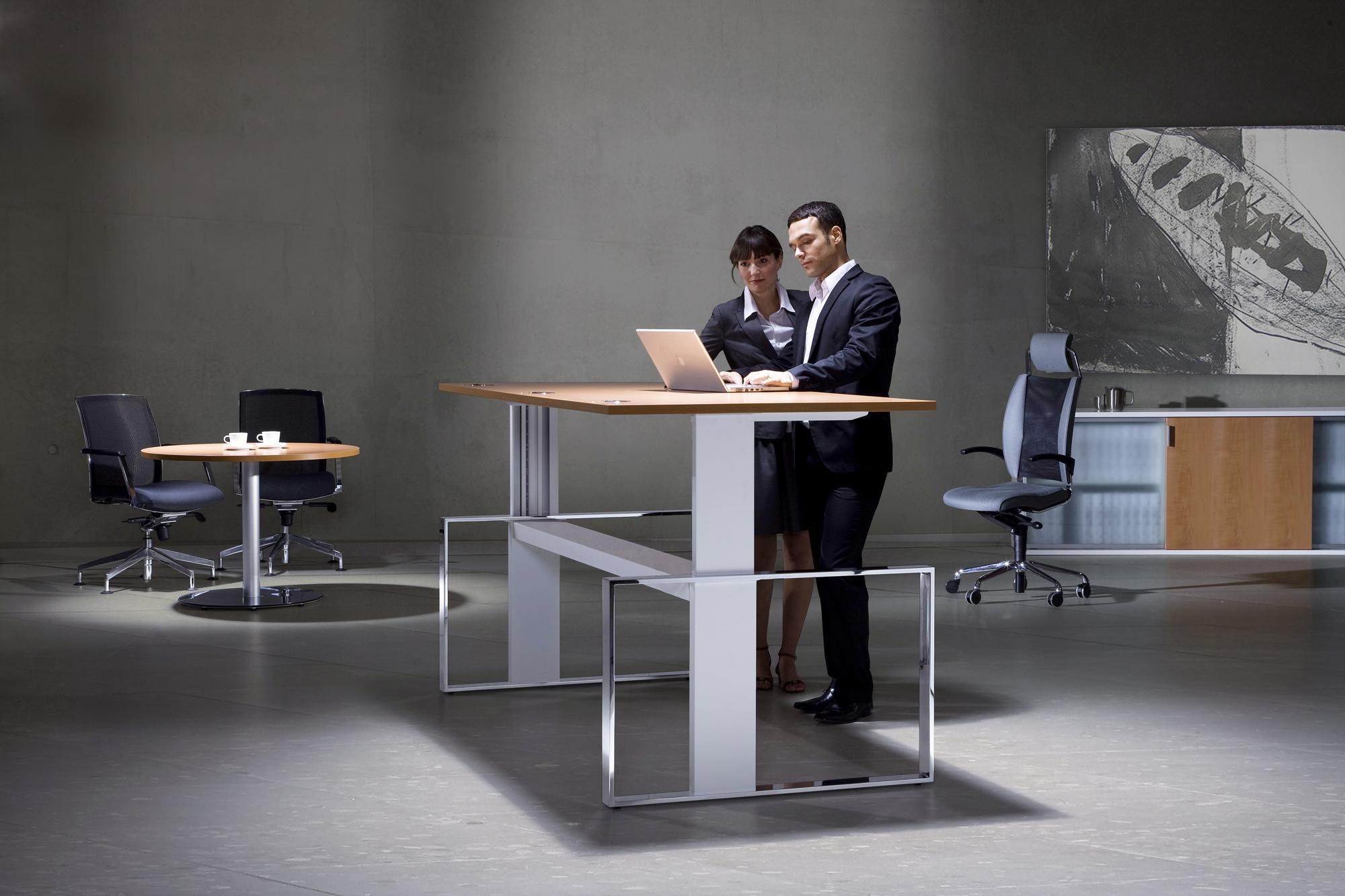 Höhenverstellbarer Schreibtisch Mit Stauraum