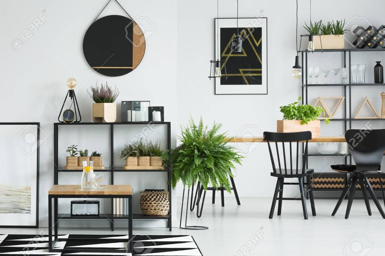 Holztisch Schwarze Stühle