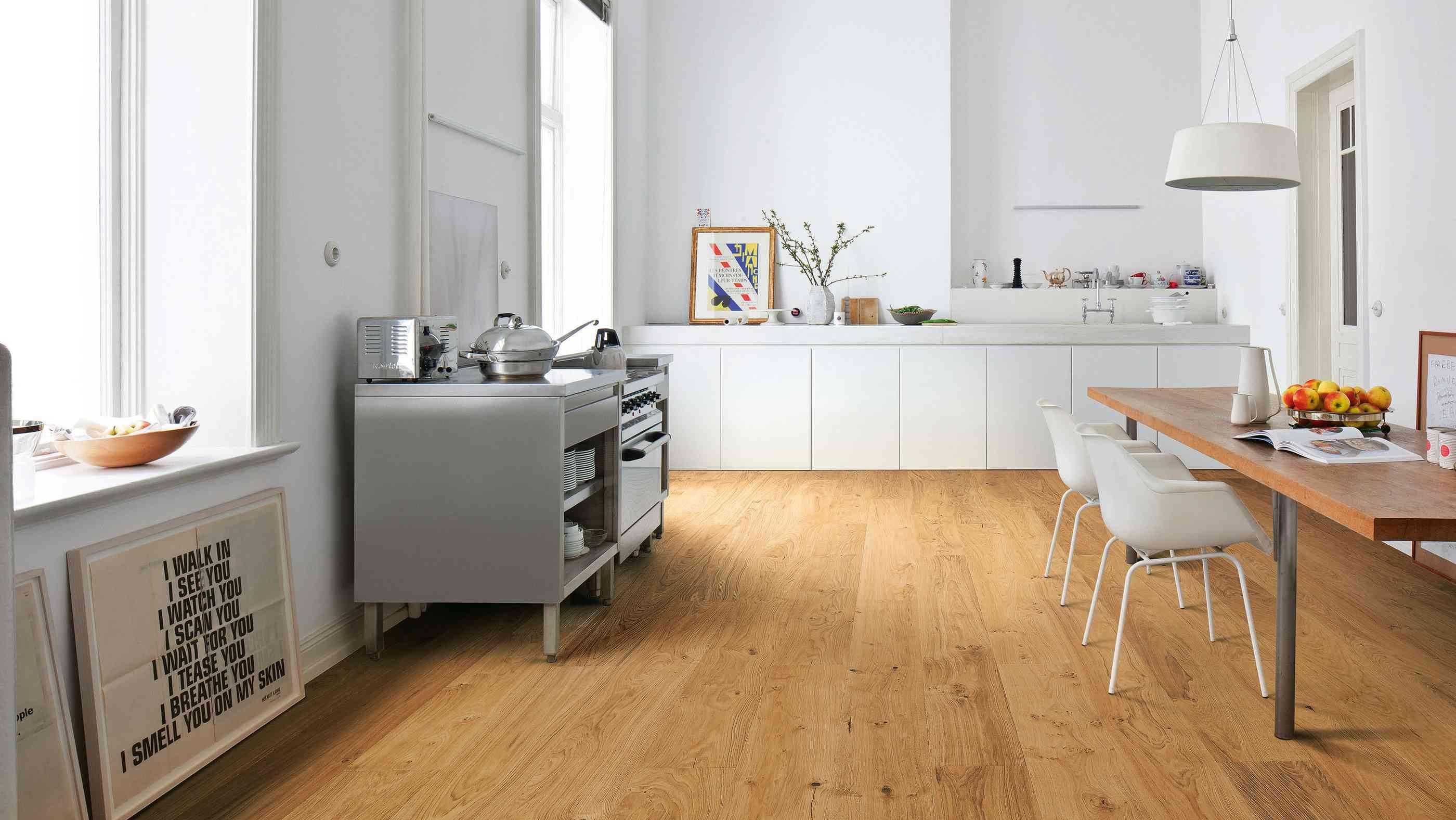 Küche Weiß Holzboden