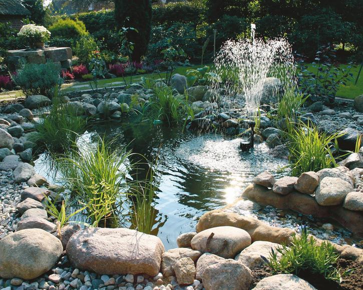 Kleiner Gartenteich Mit Wasserspiel