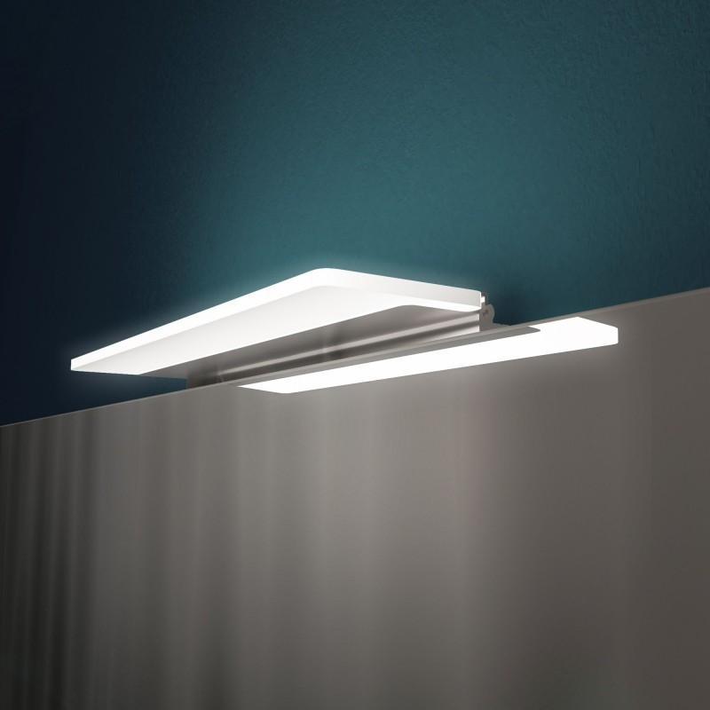 Lampe über Spiegelschrank