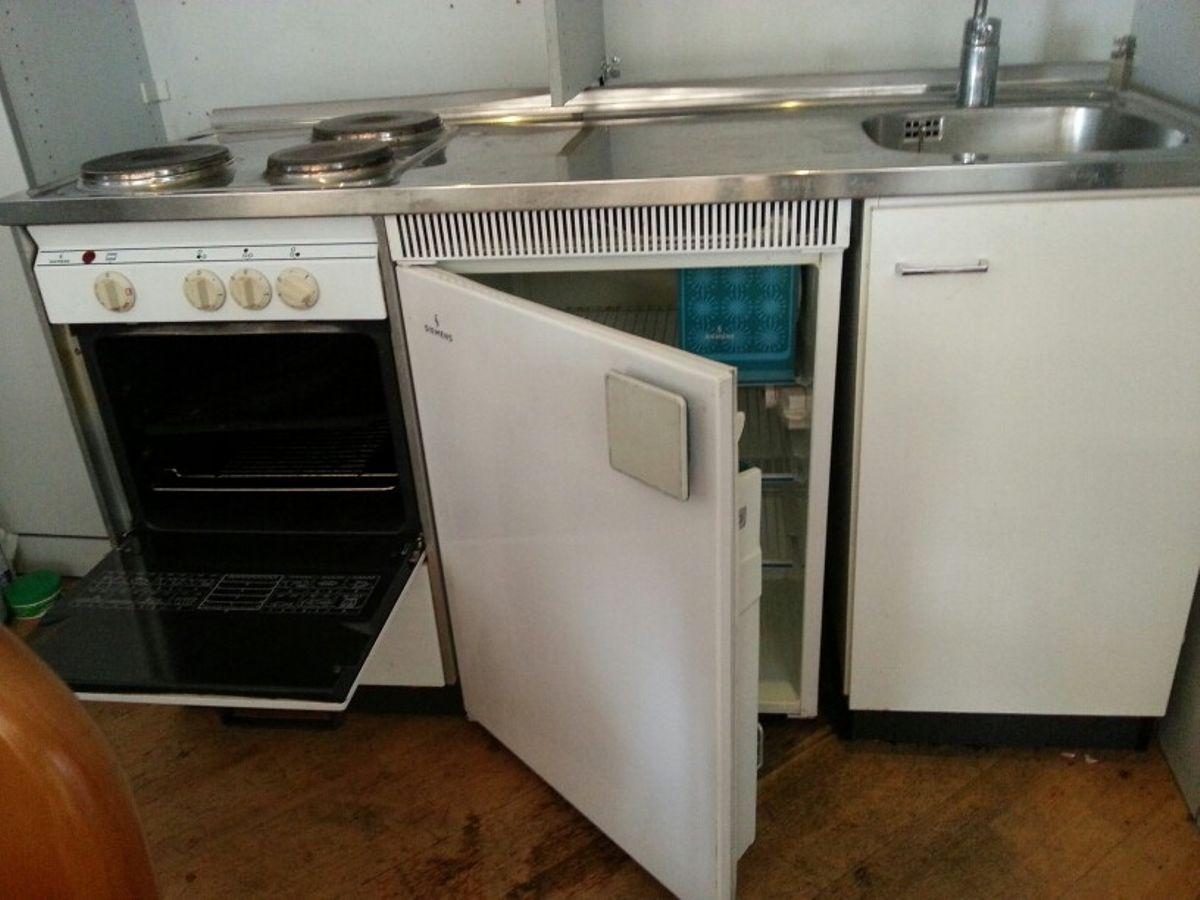 Miniküche Mit Kühlschrank Und Backofen